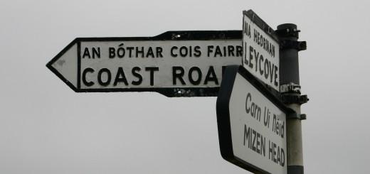 Panneaux bilingues sur la péninsule de Mizen Head dans le comté de Cork.
